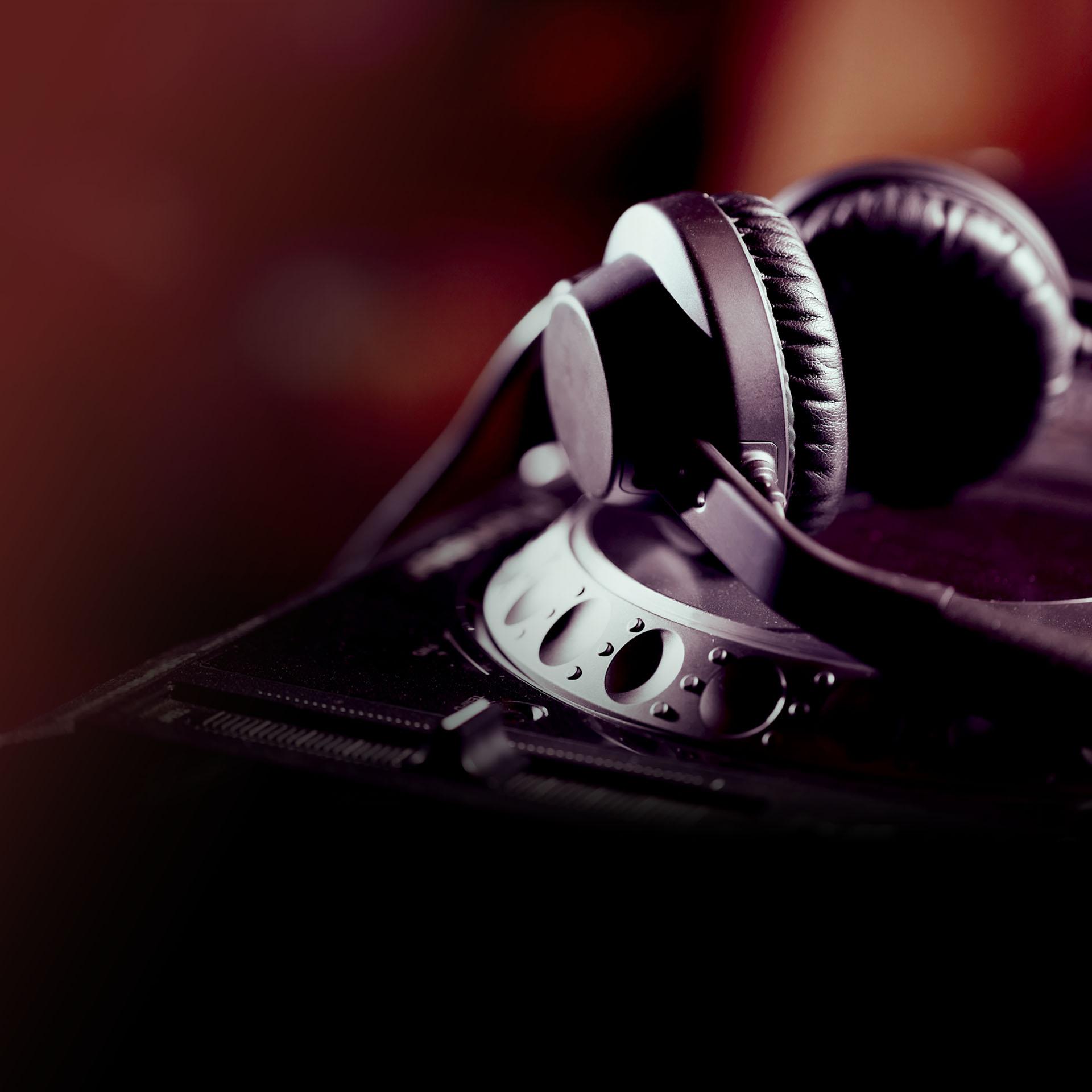 Guest DJs on E Street Radio